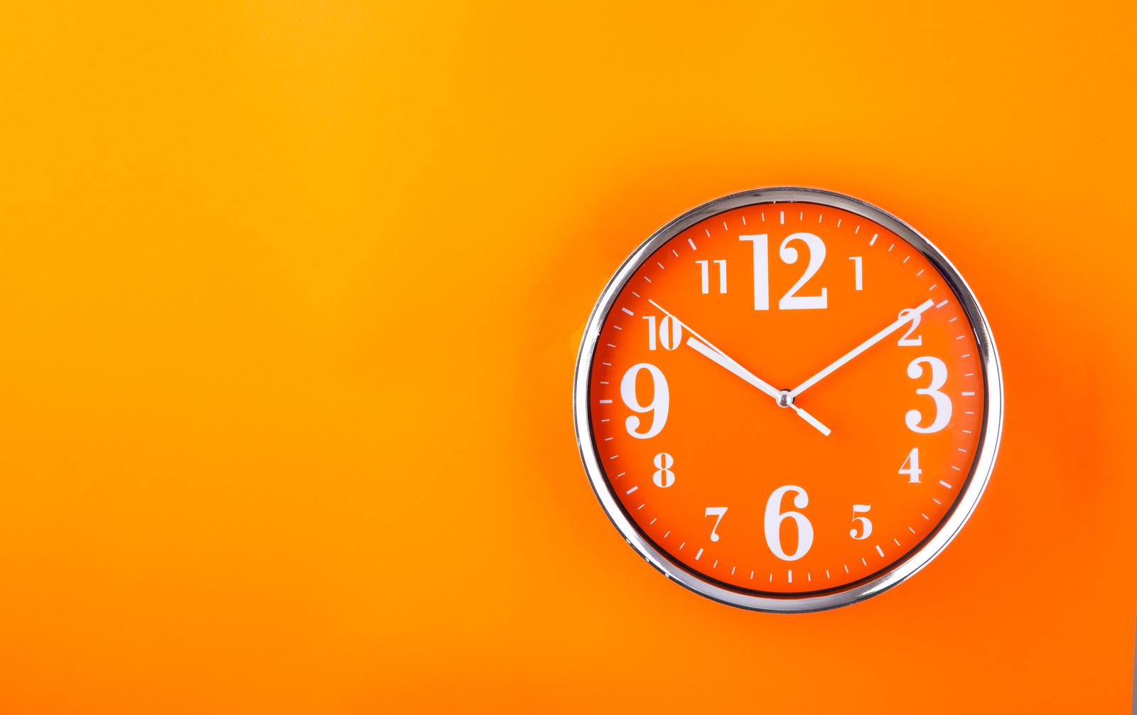 zegary ścienne do salonu